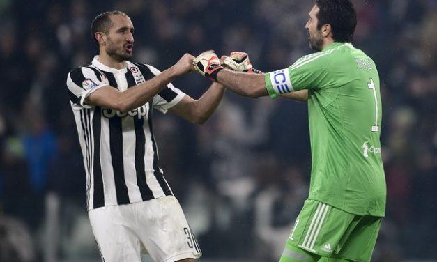 Juventus anuncia renovações de contrato de Buffon e Chiellini por mais uma temporada