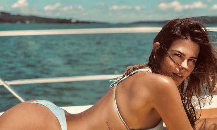 """Filha de Glória Pires, Antônia Morais posa de biquíni em barco luxuoso e fã elogia: """"Zero defeitos"""""""