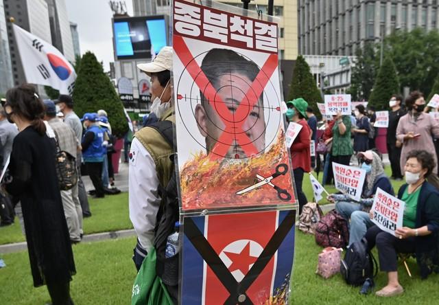 Charges da esposa de Kim Jong-un irritam Coreia do Norte