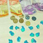 Adolescente é apreendido com R$ 161 em dinheiro e 19 papelotes de pasta base de cocaína