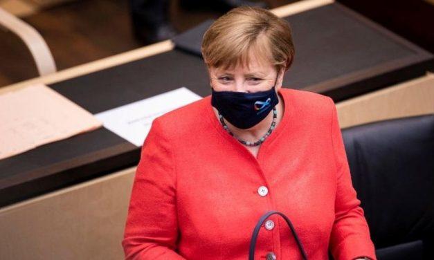 Merkel faz primeira aparição pública usando máscara contra o coronavírus