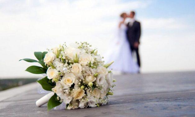 Noivo contamina 100 pessoas no casamento e morre dias depois