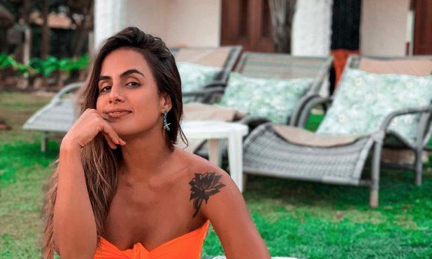 """Carol Peixinho encanta em clique na praia: """"A vida é mais gostosa na areia"""""""