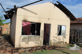 """""""Companheiro"""" agride mulher e ateia fogo na casa dela em Moju"""