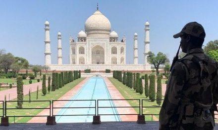 Índia desiste de reabertura do Taj Mahal citando riscos do covid-19