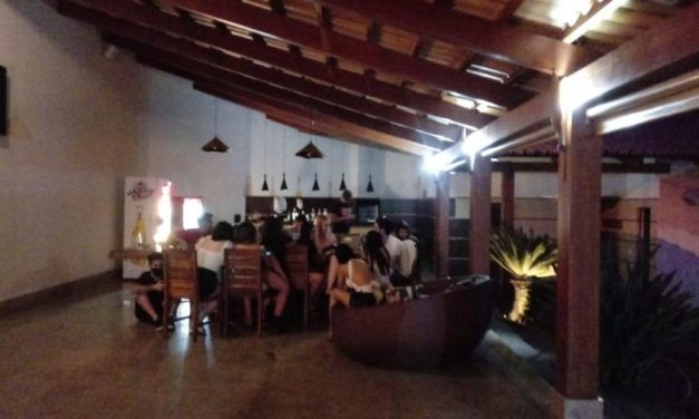 Festa com 25 pessoas em motel é interrompida pela polícia em GO