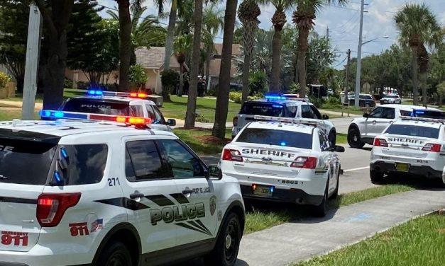 Homem de 82 anos mata vizinhos após briga por cachorro na Flórida