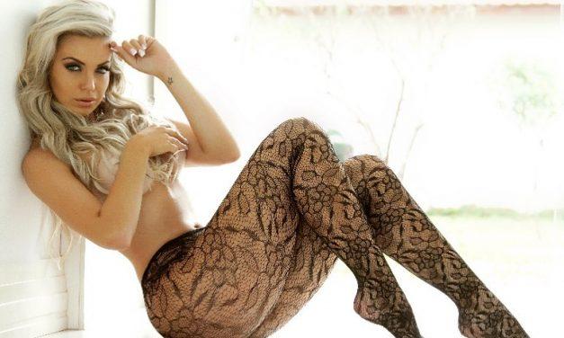 """Nua, Veridiana Freitas ostenta curvas em clique sensual e conquista elogios: """"Deusa grega"""""""