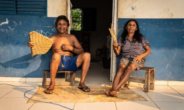 Mortes de indígenas idosos por Covid-19 colocam em risco línguas e festas tradicionais