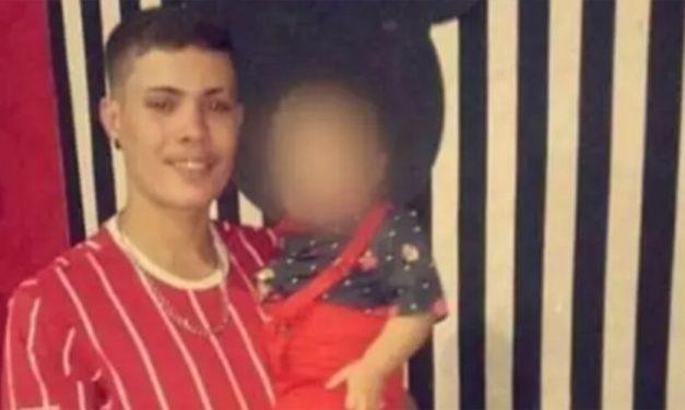 Jovem morre com cabeça esmagada por peça de elevador de 20 kg