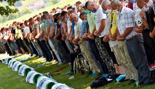 Cerimônia com público reduzido e videoconferência marcam os 25 anos do massacre de Srebrenica