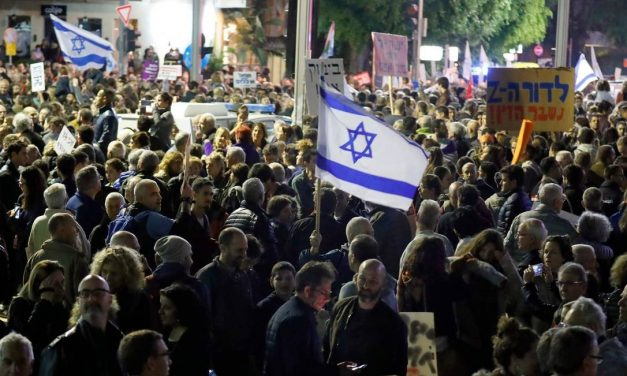 Por que milhares de israelenses foram às ruas protestar em meio à pandemia de covid-19