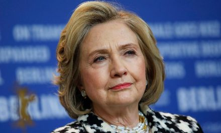Hillary Clinton prevê recusa de Trump em deixar Casa Branca se derrotado