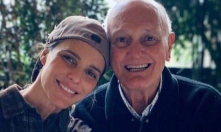"""Fernanda Lima anuncia morte de seu pai por Covid-19: """"Descansa, paizinho"""""""