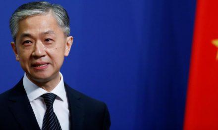 """China promete """"contra-ataque vigoroso"""" contra Reino Unido devido a desavenças sobre Hong Kong"""