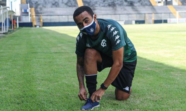 """Cheio de gás, Carlos Alberto elogia Mazola e possibilidade de jogar ao lado de ER: """"Dor de cabeça boa"""""""