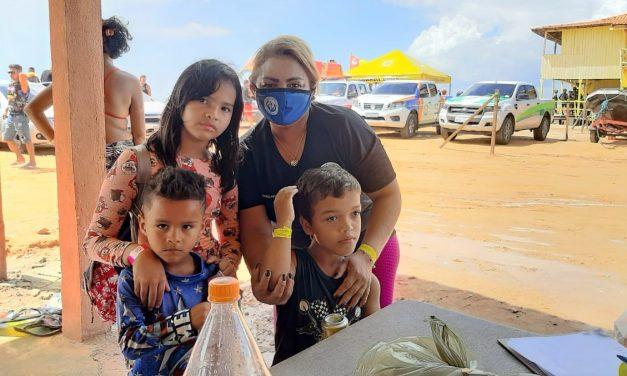 Conselho tutelar realiza ações visando a proteção de crianças e adolescentes na praia de Ajuruteua