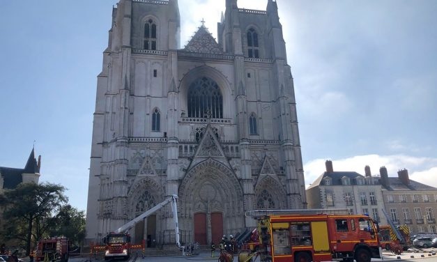 Refugiado ruandês confessa ser autor de incêndio na Catedral de Nantes