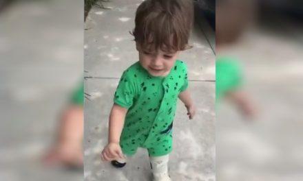 Após cirurgia nos EUA, bebê com doença rara consegue andar sozinho e até correr