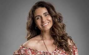 """Giovanna Antonelli surge de camisola transparente e deseja """"dia preguiçoso"""""""