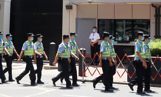 China ocupa prédio após fechar consulado dos EUA em Chengdu