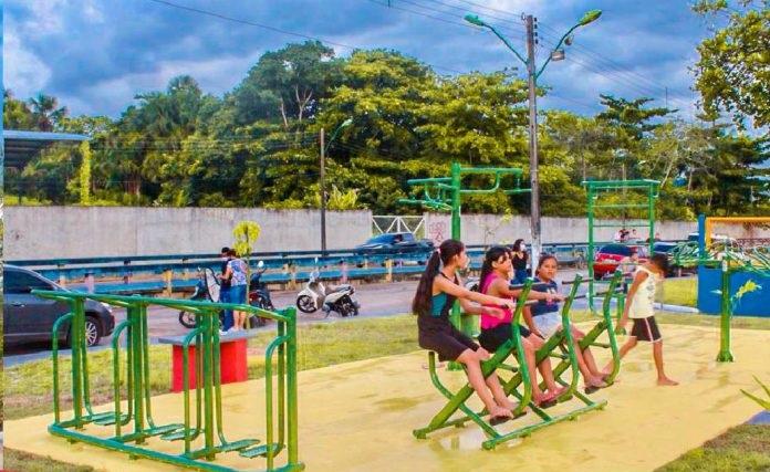Moradores do Bairro Nova Olinda comemoram a entrega de uma nova praça