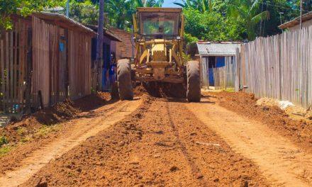 Prefeitura realiza terraplenagem no bairro Santa Lúcia
