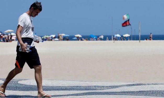 Banho de mar volta a ser permitido no Rio de Janeiro