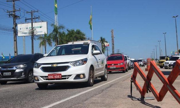 Movimentação de saída da capital é intensa mas trânsito segue fluindo
