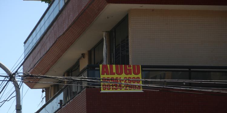 Mesmo com aluguel subindo, especialistas orientam que locadores não reajustem preços