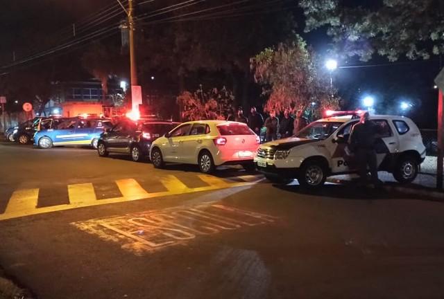 Força-tarefa de São Carlos interrompe 'pancadão' com mais de 100 pessoas e interdita 3 bares