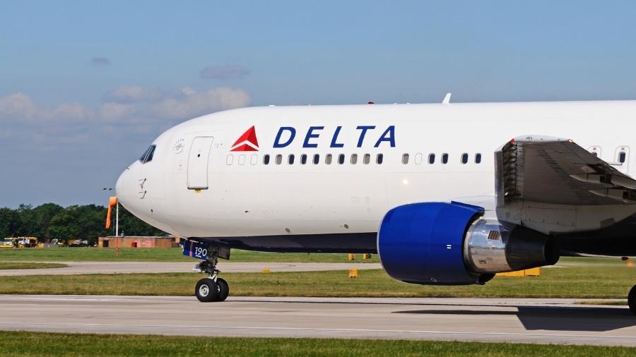 Passageiros se recusam a usar máscara e são retirados de avião nos EUA