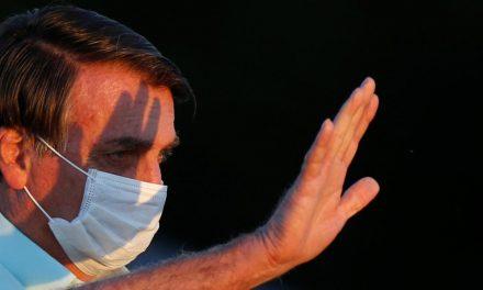 Bolsonaro veta indenização a profissional de saúde morto ou incapacitado no combate à covid-19