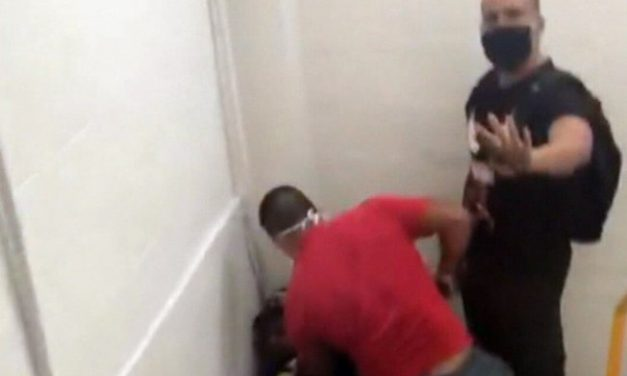 Jovem denuncia que foi agredido e ameaçado com arma por homens em shopping no RJ