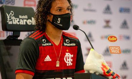 """Arão admite mudanças no Flamengo com estilo de jogo de Domènec Torrent: """"Vou tentar me adaptar"""""""