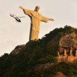 Missa no Rio homenageia os mais de 100 mil mortos por covid-19