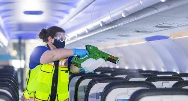 É seguro viajar de avião neste momento?