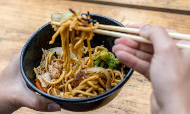 Restaurantes na China vão reduzir comida servida para evitar o desperdício
