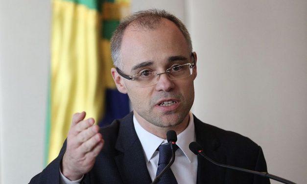 Por vaga no STF, ministro da Justiça tenta explicar dossiê antifascista a ministros