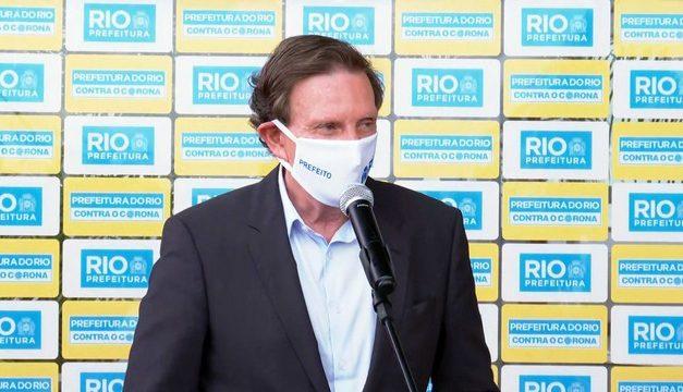 Crivella volta a defender a retomada das aulas presenciais no Rio