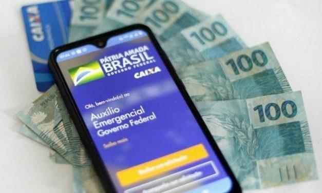 Bolsonaro diz que espera definir até sexta-feira valor para renovação do auxílio emergencial
