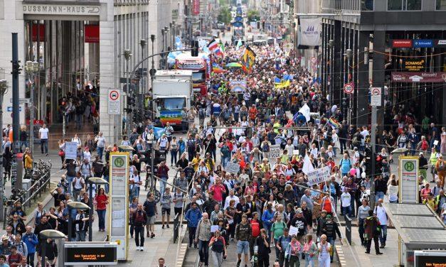 Em Berlim, polícia suspende novas manifestações contra as restrições para combate ao coronavírus