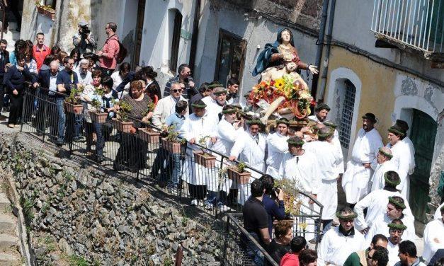 Máfia italiana usa procissões e faz papa se articular para dissociar imagem