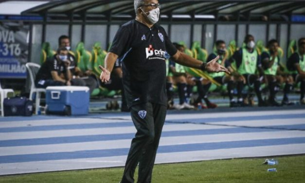 'A raça nos levou a vitória', diz técnico bicolor após vitória