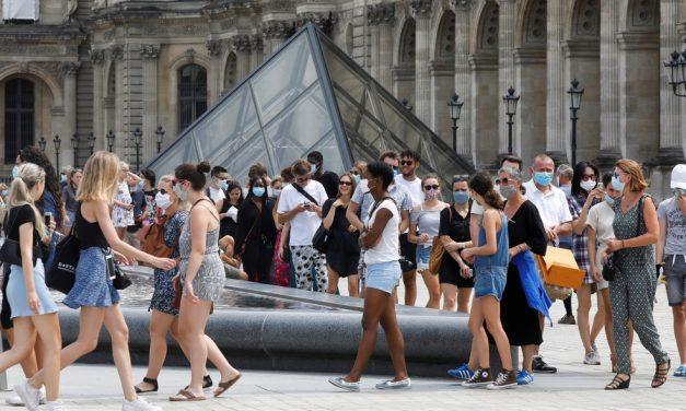 Louvre e Versalhes registram queda de mais de 70% em visitas e perdas de 40 milhões euros