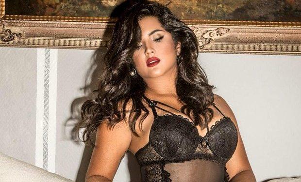 Mileide Mihaile sensualiza com body decotadíssimo e deixa curvas à mostra