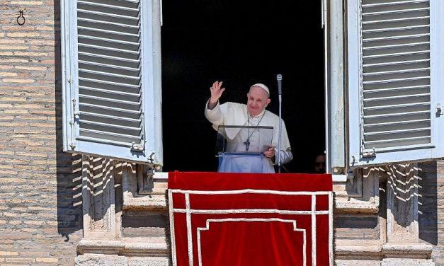 'Fofocas são piores que a covid', diz papa durante celebração