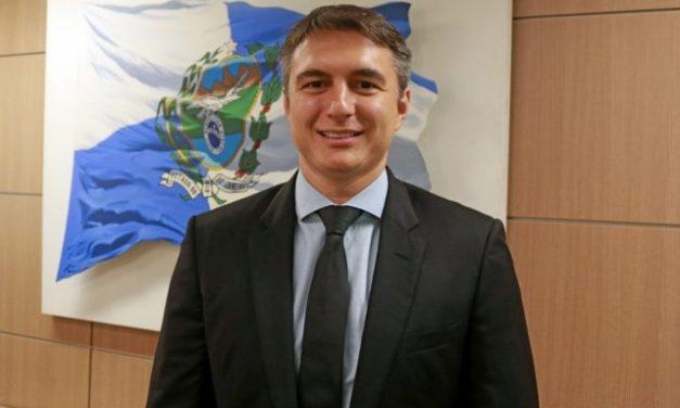 Pedro Fernandes, secretário estadual de Educação do RJ, é preso; ex-deputada Cristiane Brasil é procurada