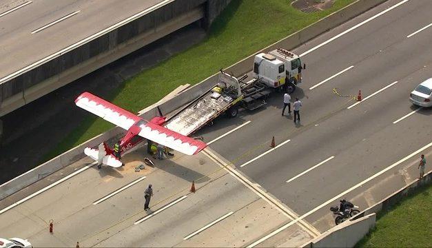 Avião faz pouso de emergência no Rodoanel em SP