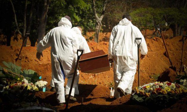 Covid-19 já matou mais de 916 mil pessoas no mundo todo
